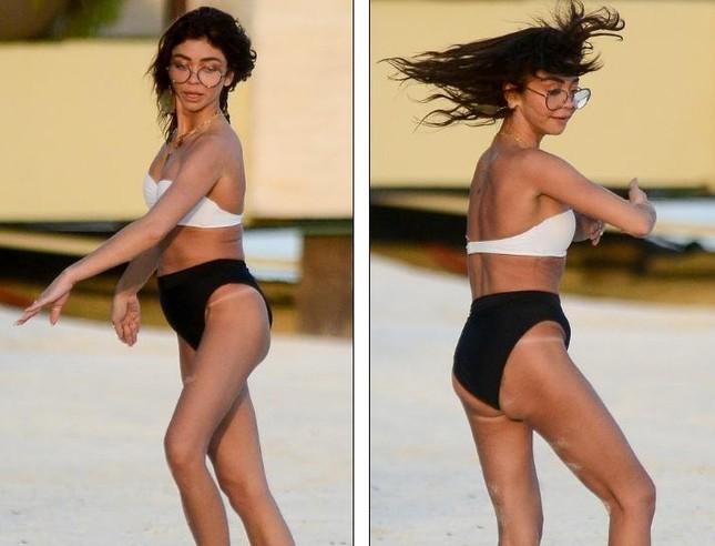 Sarah Hyland mặc bikini nhảy múa, lộ điểm nhạy cảm trên bãi biển ảnh 4
