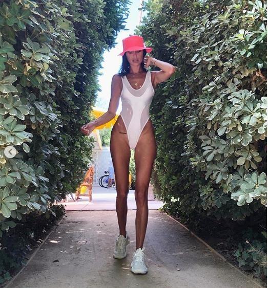 'Mỹ nhân nóng bỏng nhất Canada' mặc áo tắm đẹp mê mẩn ảnh 11