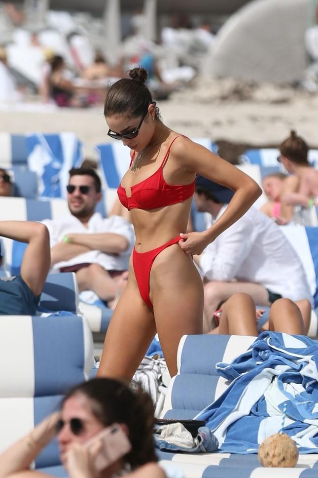 Hoa hậu Olivia Culpo phô đường cong đẹp như tạc tượng với bikini ảnh 9