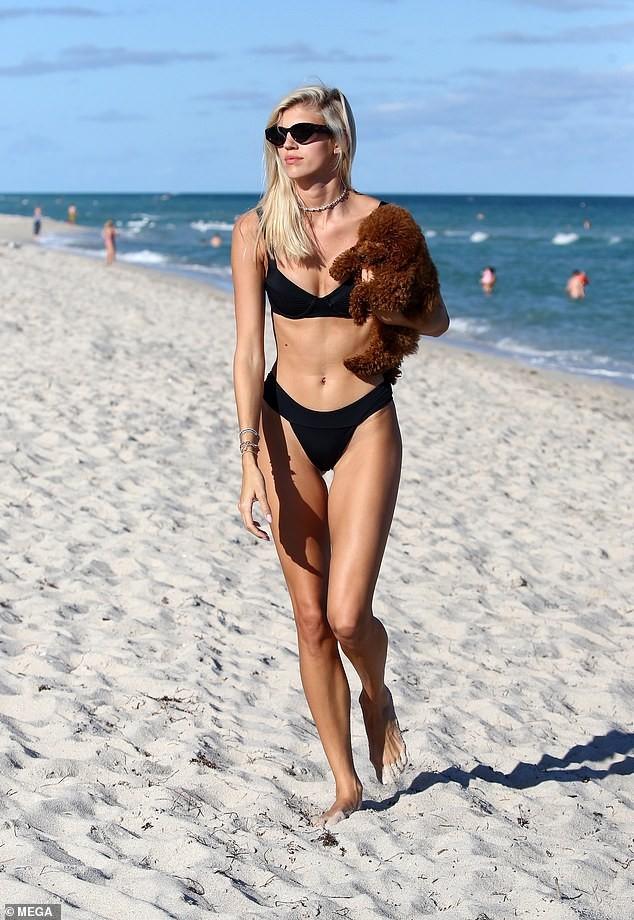 Chiêm ngưỡng vóc dáng đẹp 'từng cm' của siêu mẫu Devon Windsor với bikini ảnh 3