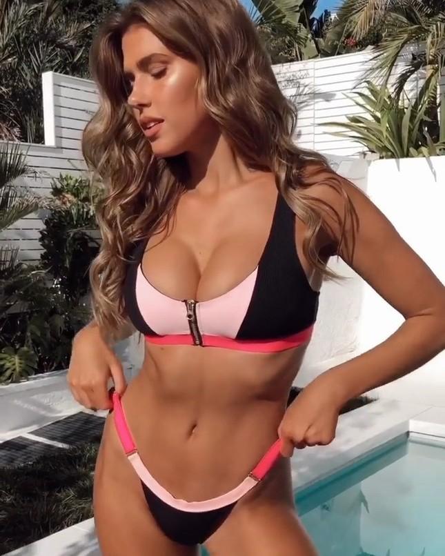 Kara Del Toro tung clip thả dáng nóng bỏng với bikini ảnh 2