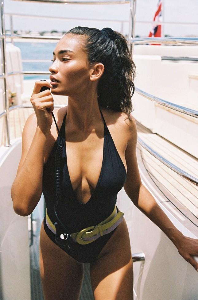 Siêu mẫu Kelly Gale mặc áo bơi mỏng tang, lộ điểm nhạy cảm ảnh 10