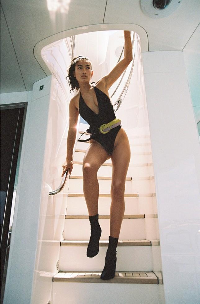 Siêu mẫu Kelly Gale mặc áo bơi mỏng tang, lộ điểm nhạy cảm ảnh 12
