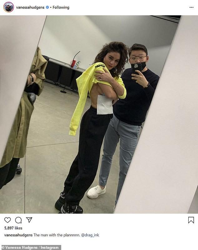 Vanessa Hudgens khoe hình xăm bên ngực sau chia tay Austin Butler ảnh 2