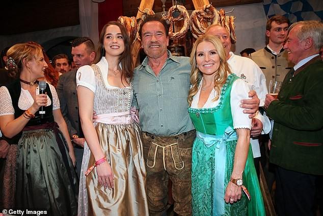 'Kẻ huỷ diệt' Arnold Schwarzenegger vui vẻ bên bạn gái kém 27 tuổi ảnh 1