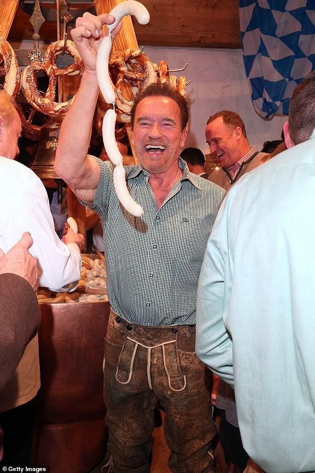 'Kẻ huỷ diệt' Arnold Schwarzenegger vui vẻ bên bạn gái kém 27 tuổi ảnh 3