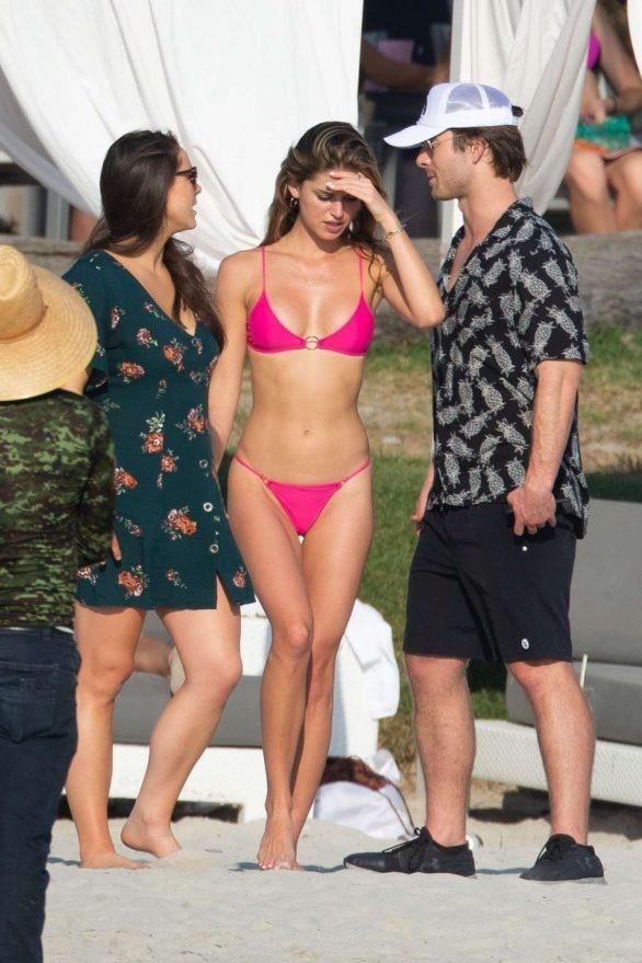 Gigi Paris dáng đẹp như tạc tượng với bikini bé xíu ảnh 3