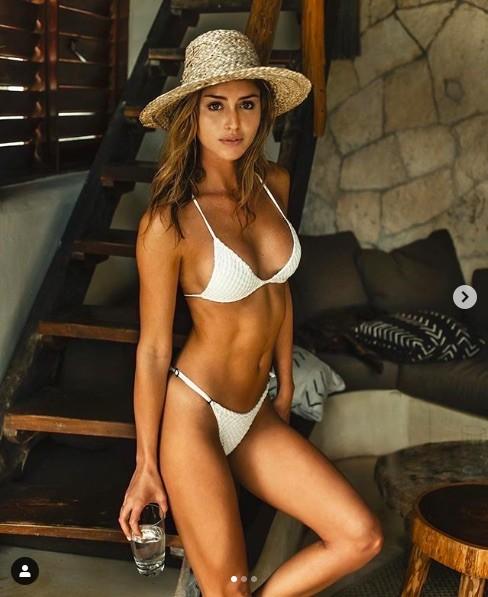 Gigi Paris dáng đẹp như tạc tượng với bikini bé xíu ảnh 9