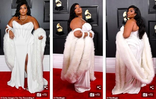 Dàn mỹ nhân diện mốt không nội y, khoe ngực đầy nóng bỏng tại Grammy 2020 ảnh 4