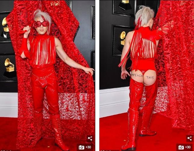 Nam ca sĩ Ricky Rebel mặc dị, quằn quại 'khó đỡ' trên thảm đỏ Grammy 2020 ảnh 4