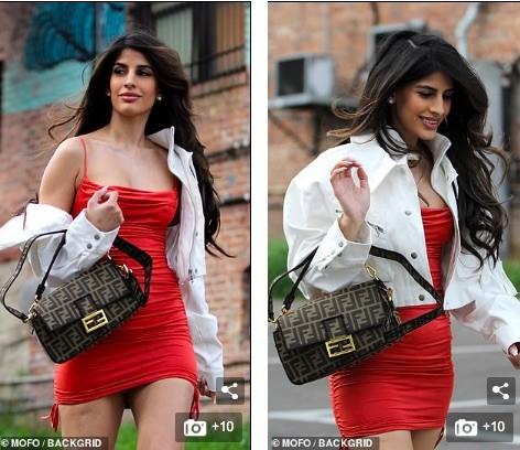Jasmin Walia 'thả rông' vòng 1 với váy trễ nải ảnh 5