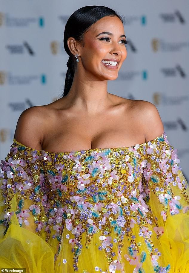 Maya Jama mặc hở ngực phản cảm gây choáng ảnh 2