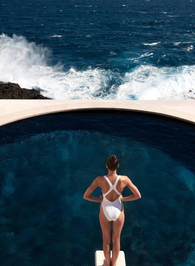 Nàng mẫu Birgit Kos 'gây mê' ánh nhìn với áo tắm ảnh 5