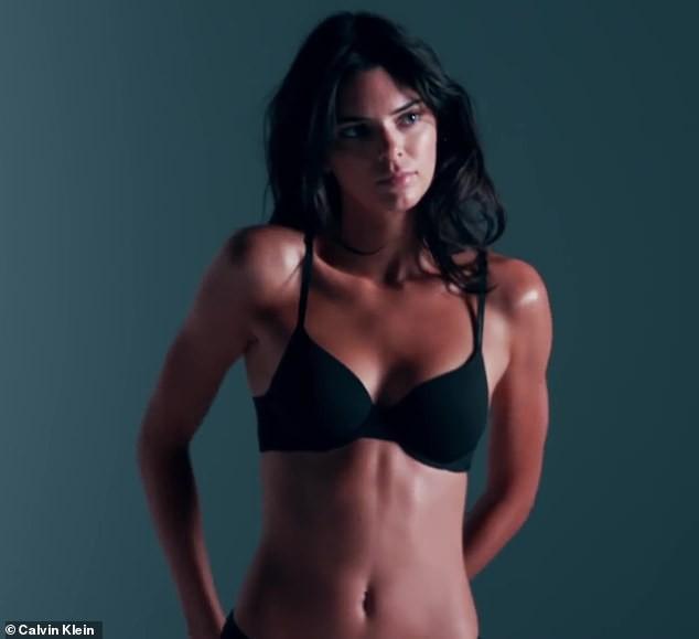 'Siêu mẫu đắt giá nhất thế giới' mặc bikini phô thể hình tuyệt mỹ ảnh 1