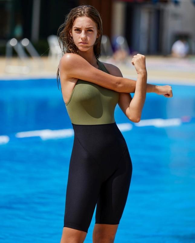 Emily Feld gợi cảm mơn mơn ở tuổi 17 với áo tắm ảnh 4