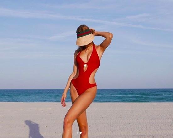 Kimberley Garner thả dáng đẹp đến nín thở trên biển ảnh 5