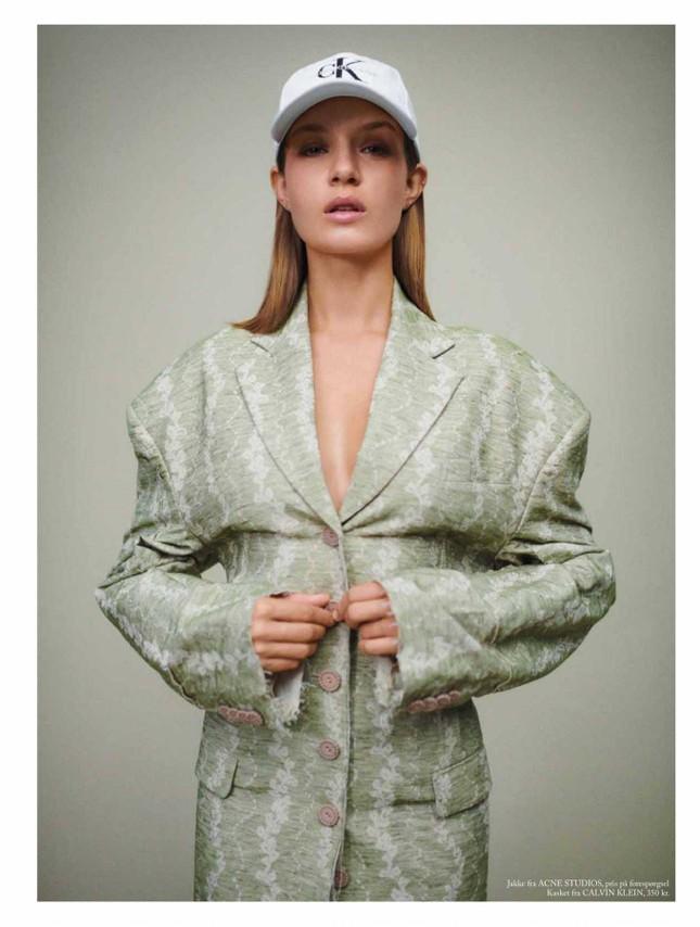 'Thiên thần nội y' Josephine Skriver chụp ngực trần trên tạp chí ảnh 5