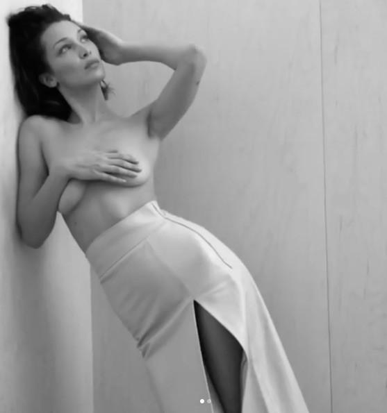 Bella Hadid tung clip để ngực trần, phô dáng đẹp như thần Vệ nữ ảnh 5