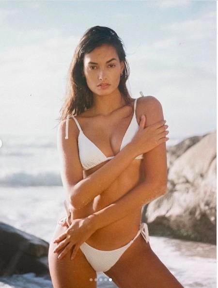 Mẫu 9x xứ Samba thả dáng đẹp như tạc tượng với bikini ảnh 5