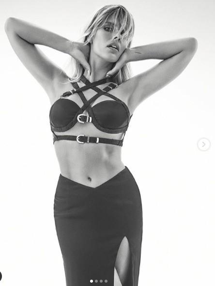 Người mẫu Úc có số đo hình thể 'vàng', siêu nóng bỏng ảnh 1