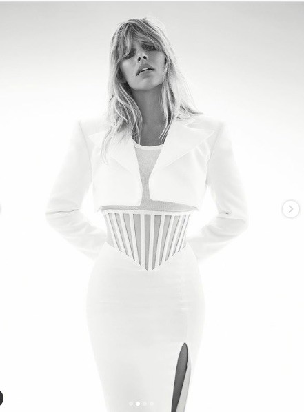 Người mẫu Úc có số đo hình thể 'vàng', siêu nóng bỏng ảnh 2