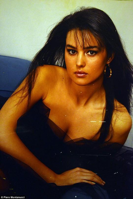 'Tượng đài nhan sắc' Monica Bellucci đẹp không tưởng ở tuổi 56 ảnh 8