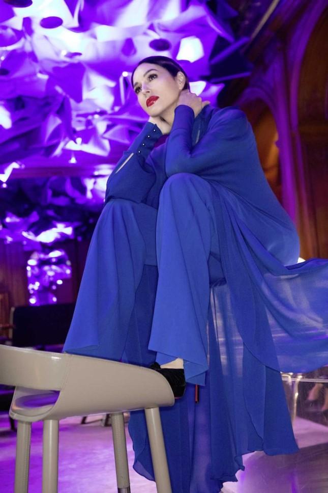 'Tượng đài nhan sắc' Monica Bellucci đẹp không tưởng ở tuổi 56 ảnh 6
