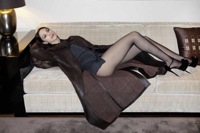 'Tượng đài nhan sắc' Monica Bellucci đẹp không tưởng ở tuổi 56 ảnh 2