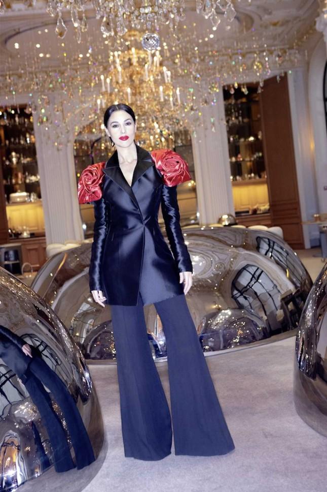 'Tượng đài nhan sắc' Monica Bellucci đẹp không tưởng ở tuổi 56 ảnh 3