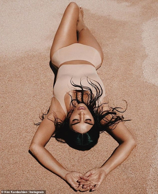 Kim Kardashian tung ảnh nội y đẹp mê mẩn 'khó cưỡng' ảnh 1
