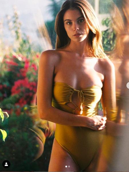 Carmella Rose mặc áo tắm hở nửa ngực siêu quyến rũ ảnh 1