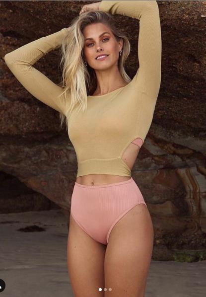 Dàn mẫu thả dáng cực nóng bỏng với bikini nhỏ xíu ảnh 3
