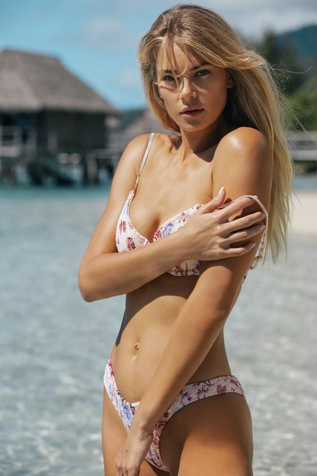 Siêu mẫu cao 1m80 Tori Praver nóng bỏng 'chết người' với áo tắm ảnh 8