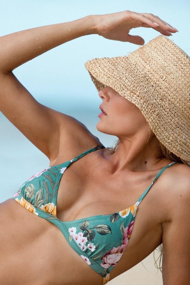 Siêu mẫu cao 1m80 Tori Praver nóng bỏng 'chết người' với áo tắm ảnh 11