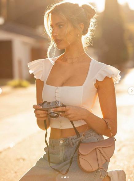 Kara Del Toro chụp khoả thân, khoe 3 vòng 'vàng' trứ danh ảnh 4