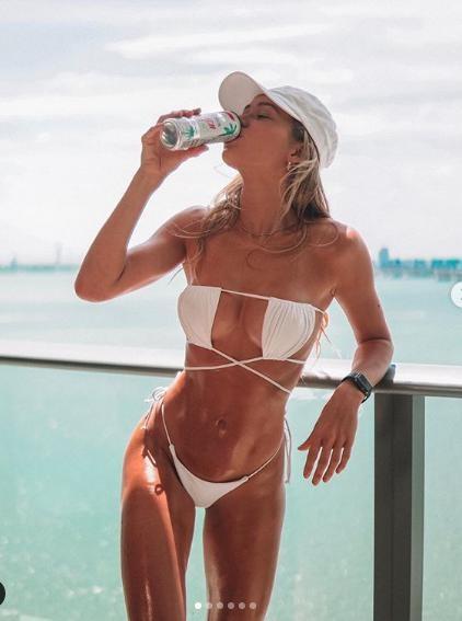 Cindy Prado nóng bỏng 'nghẹt thở' với bikini bé xíu ảnh 1