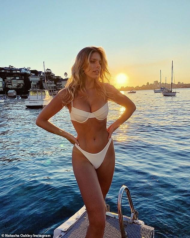 Natasha Oakley mặc bikini tôn dáng siêu nóng bỏng ảnh 2