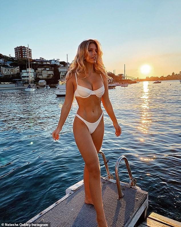 Natasha Oakley mặc bikini tôn dáng siêu nóng bỏng ảnh 1