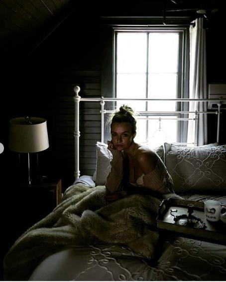 'Thiên thần nội y' Josephine Skriver gợi cảm với nội y ren khi ở nhà tránh dịch ảnh 3