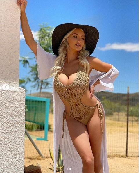 Lindsey Pelas nóng 'bỏng rẫy' với áo tắm lưới màu nude ảnh 1
