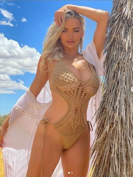 Lindsey Pelas nóng 'bỏng rẫy' với áo tắm lưới màu nude ảnh 2