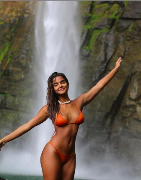 Vẻ 'bốc lửa' hoang dại của nàng mẫu 22 tuổi Julia Muniz ảnh 9