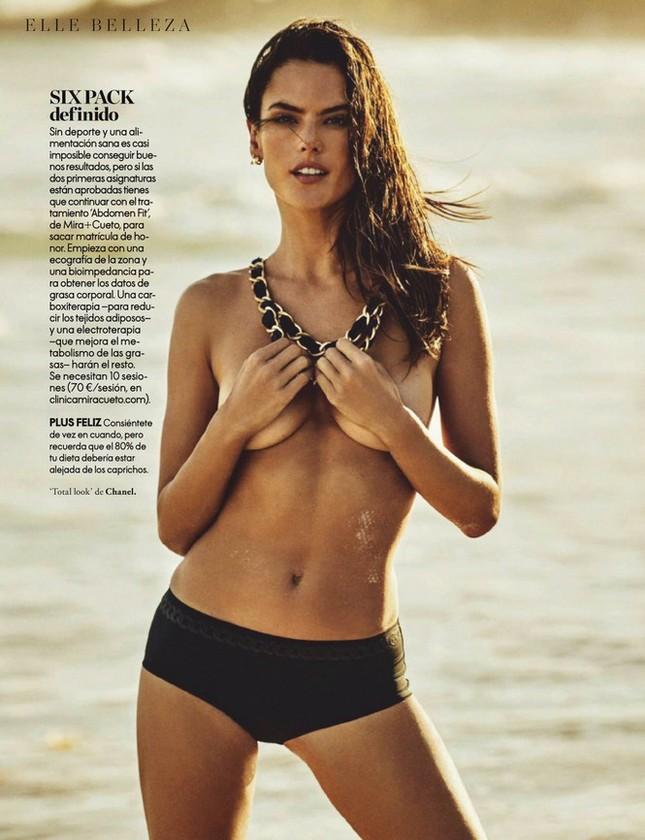 Alessandra Ambrosio tung ảnh khoe trọn bầu ngực táo bạo ảnh 11