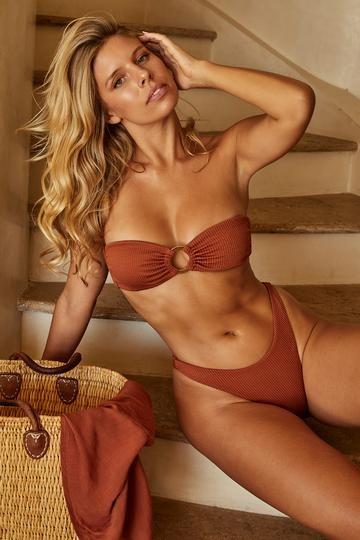 Natasha Oakley khoe body chỉ số cơ thể 'vàng' ảnh 1