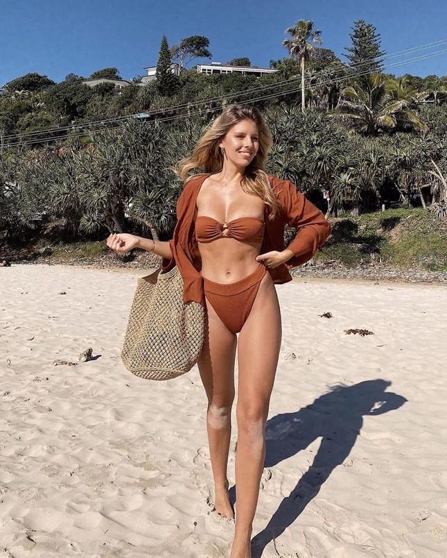 Natasha Oakley khoe body chỉ số cơ thể 'vàng' ảnh 3