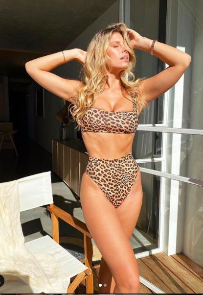 Natasha Oakley khoe body chỉ số cơ thể 'vàng' ảnh 6