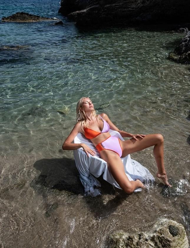 'Mát mắt' ngắm nàng mẫu phô dáng với áo tắm giữa biển xanh ảnh 3