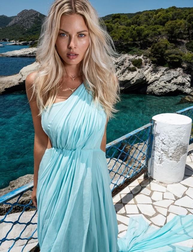 'Mát mắt' ngắm nàng mẫu phô dáng với áo tắm giữa biển xanh ảnh 12