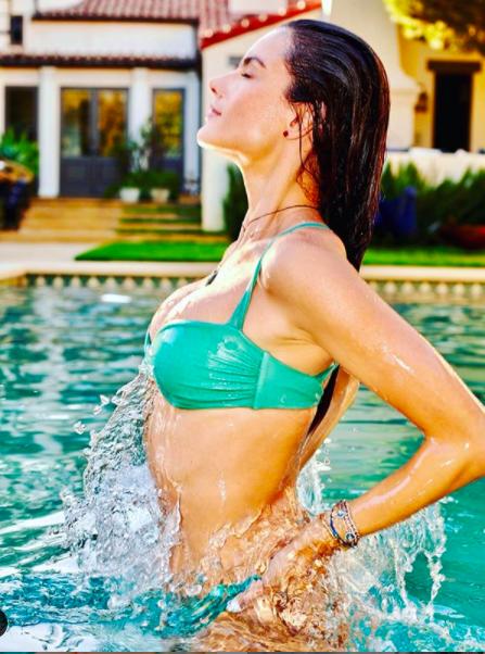Alessandra Ambrosio chụp áo tắm tôn ngực căng đầy cực gợi cảm ảnh 4