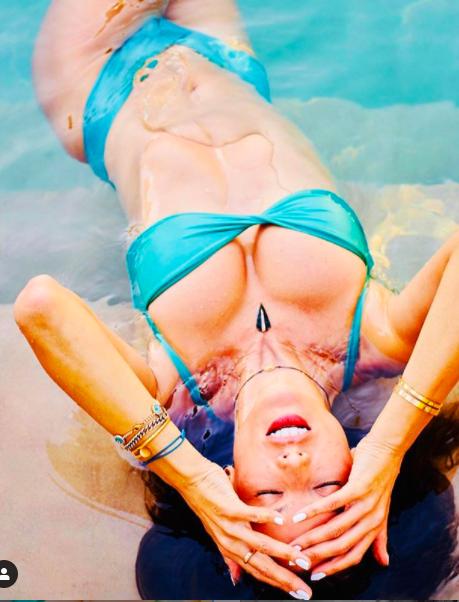 Alessandra Ambrosio chụp áo tắm tôn ngực căng đầy cực gợi cảm ảnh 5